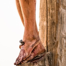 pictures-of-jesus-nails-feet-1138661-gallery (1)
